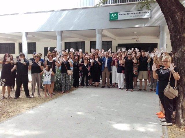 Asistentes a la concentración del centro Diamantino Costa.