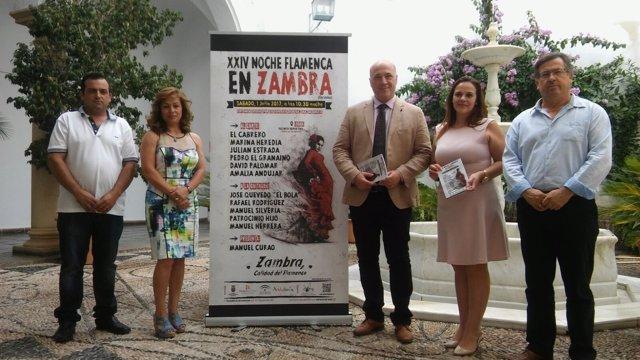 Antonio Ruiz (centro) en la presentación de la XXIV Noche Flamenca de Zambra