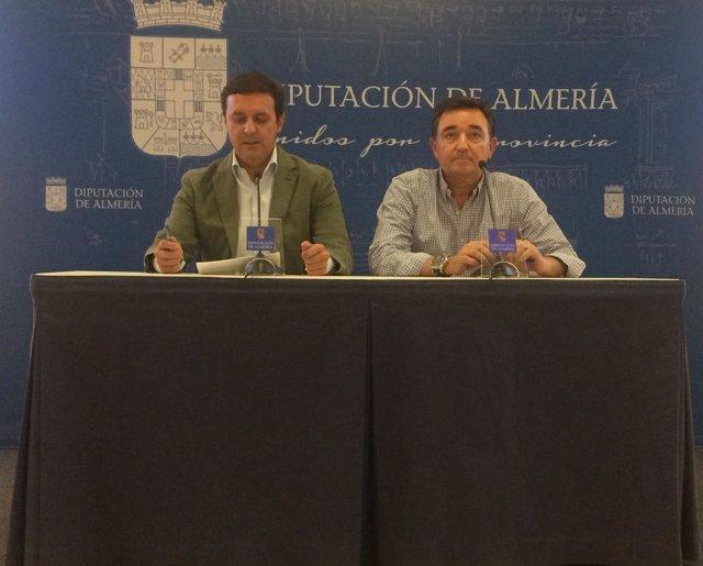 Javier Aureliano García y José Jesús Gázquez han presentado el nuevo grado.