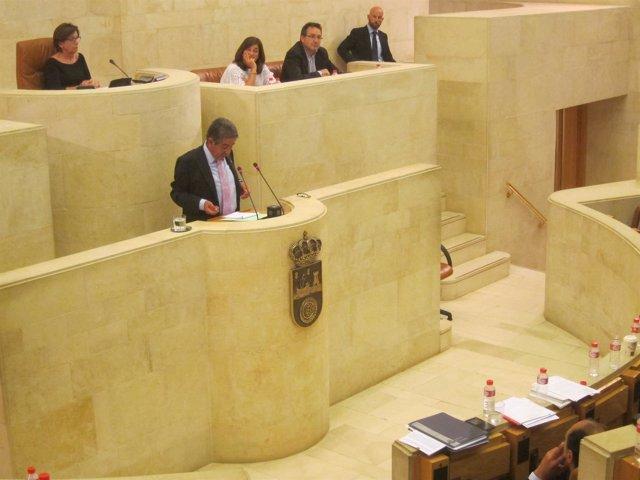 Miguel Ángel Revilla en el parlamento de Cantabria