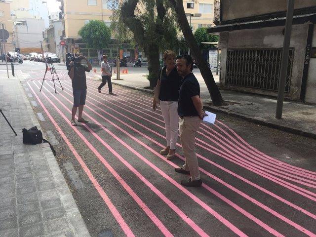 Calle pintada de rosa en Palma