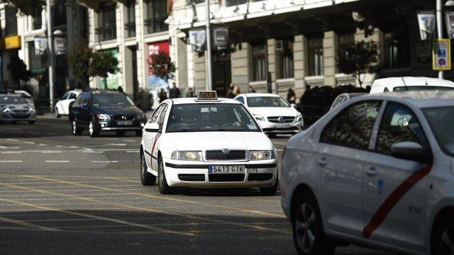 Tráfico, circulación, coches, taxi, taxis