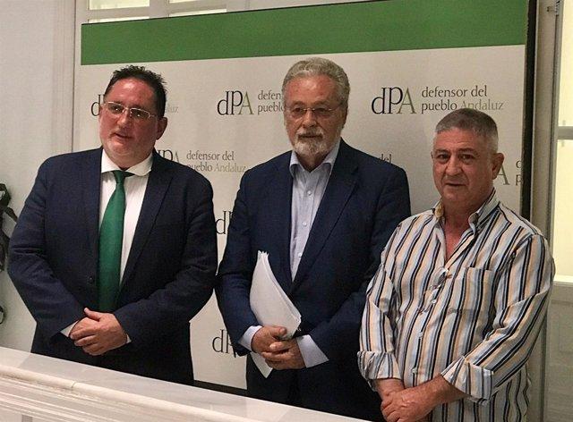 El Defensor Jesús Maeztu con miembros de la asociación Stop Impuesto Sucesiones