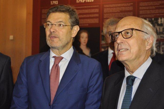 El ministro de Justicia, Rafael Catalá, con José María Aguirre (Ibercaja).