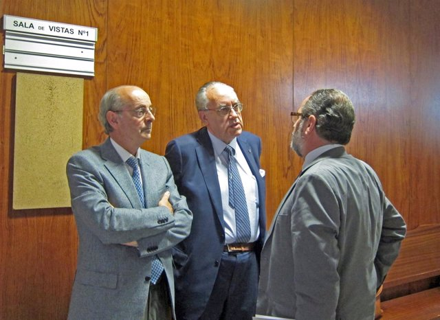 Luis Alberto Samaniego (izda) durante una testifical.