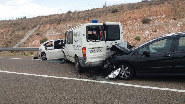Tres vehículos han colisionado en un accidente en Fuentes de Ebro