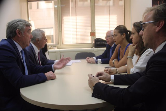 Reunión de los senadores del PP de Ceuta y Melilla con Arenas y Barreiro