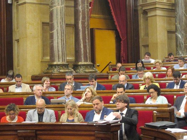 El pte.C.Puigdemont, en el pleno del Parlament