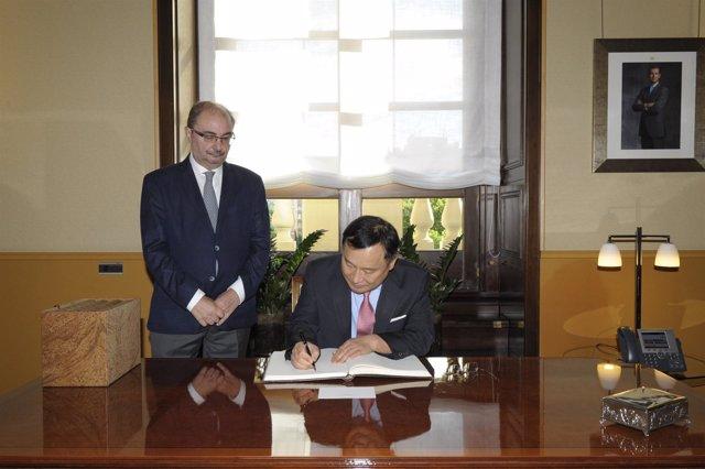 Lambán con el embajador de Corea del Sur en España