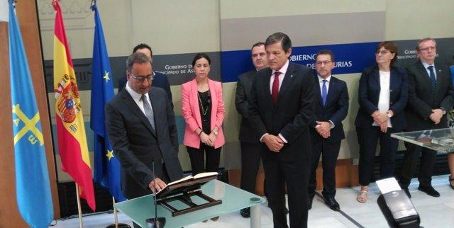 Fernando Lastra toma posesión como consejero.