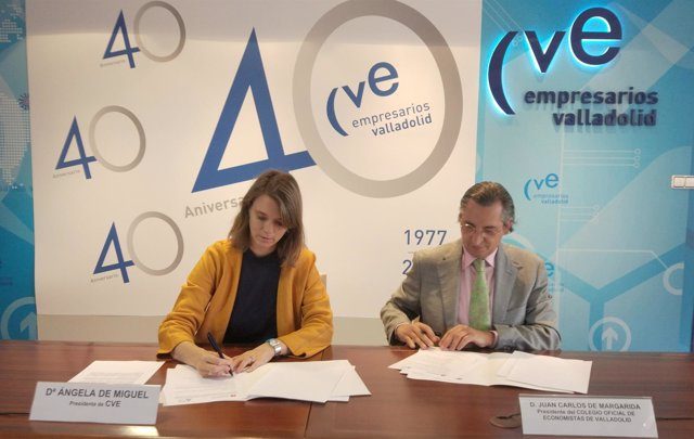 Ángela de Miguel y Juan Carlos de Margarida firman el convenio