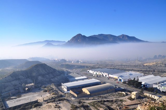Nube de humo que cubre el núcleo urbano de Cieza, contaminación