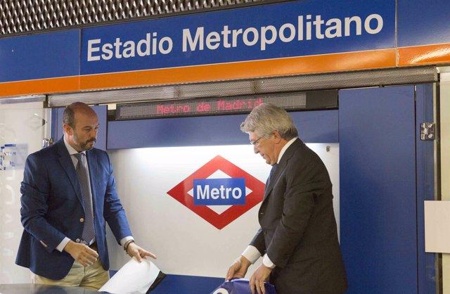 Rollán y Cerezo en la estación Estadio Metropolitano