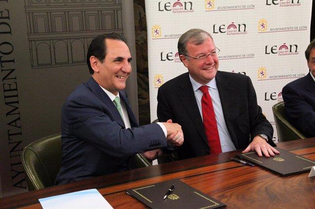 Silván Y El Presidente De Iberaval, José Rolando Álvarez.