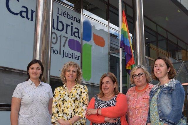 La bandera LGTIB ondeará en el Gobierno hasta el domingo