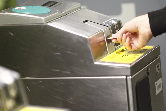 Estación de Metro de Madrid, máquina, máquinas, billete, billetes, viajero
