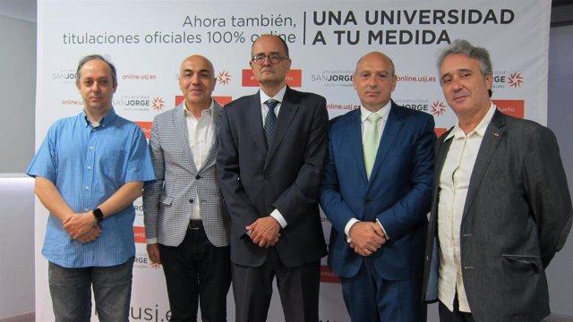 Responsables de los grados con el rector de la USJ y César Romero