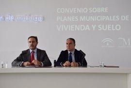 La Junta y la Diputación de Málaga firman un convenio para impulsar los planes de vivienda y suelo de municipios