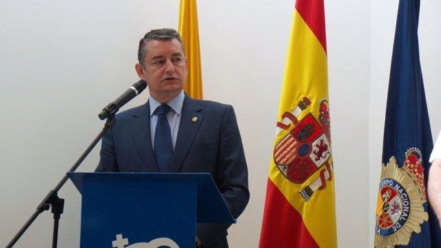 Sanz en la toma de posesión del comisario de Algeciras