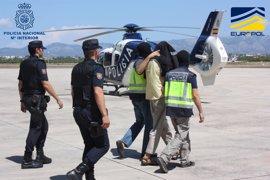 Trasladan en dos helicópteros a Madrid a los cuatro integrantes de DAESH detenidos en Mallorca