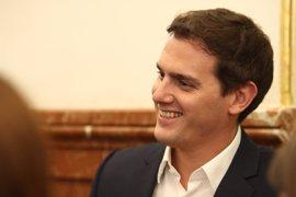 Albert Rivera insta al Gobierno a amparar a los funcionarios de Cataluña que quieren cumplir la ley