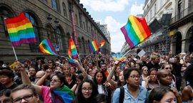 El Gobierno francés respalda la reproducción asistida para parejas de lesbianas y mujeres solteras