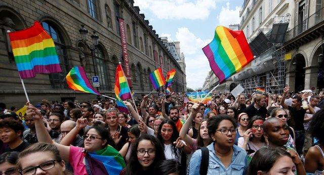 Desfile del orgullo gay en París