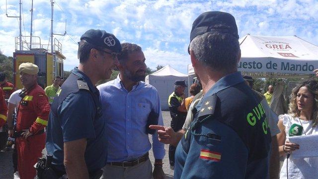 Gustavo Cuéllar agradece su labor a agentes de la Guardia Civil.