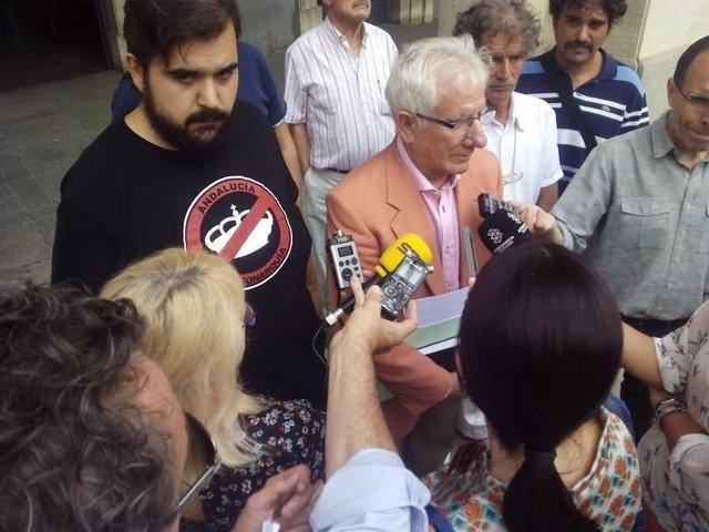 Representantes de la plataforma 'Doñana Lives' denuncia causas del incendio.