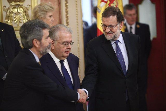 Carlos Lesmes y Rajoy en el homenaje a las víctimas del terrorismo