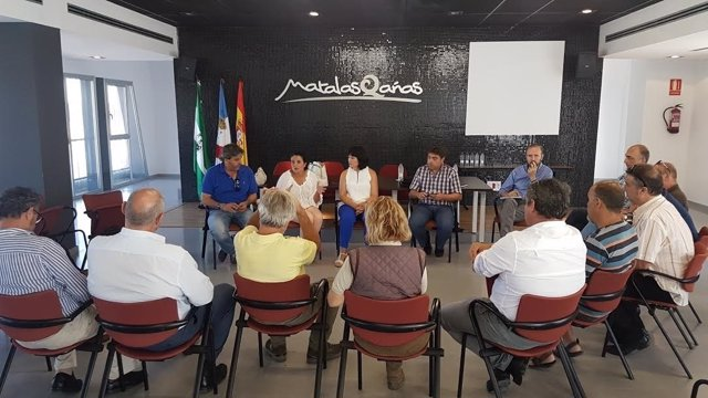 La delegada de Turismo, Carmen Solana, con sectir turismo de Moguer y Almonte.