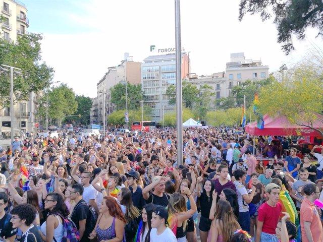Fiesta del X Pride Barcelona en la plaza Universitat