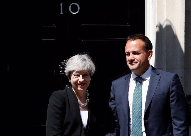 El primer ministro irlandés, Leo Varadkar, y su homóloga británica, Theresa May