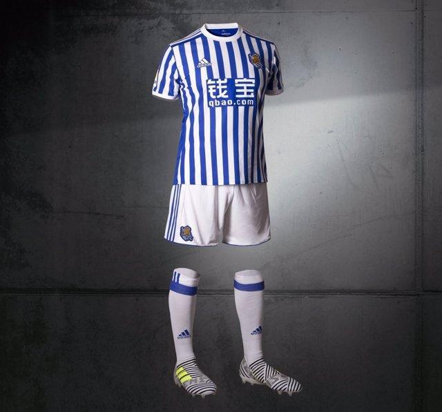 La Real Sociedad presenta su nueva equipación para la próxima temporada