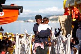Italia amenaza con cerrar sus puertos a los migrantes si la UE no reacciona