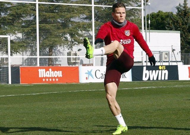 Gameiro entrena con el Atlético de Madrid