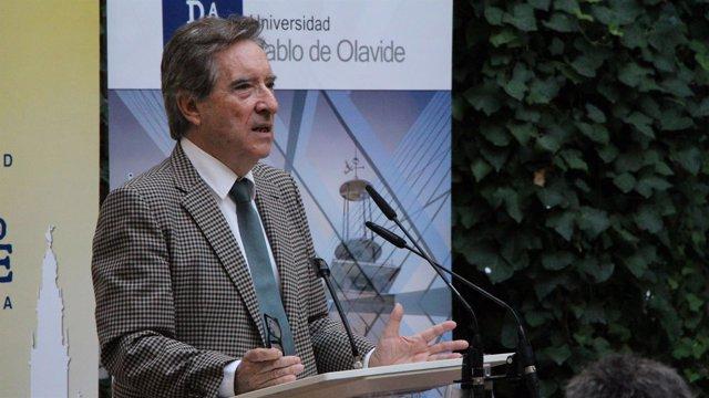Iñaki Gabilondo inagura los cursos de la UPO en Carmona