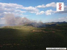 Un total de 13 medios aéreos se suman a las labores de extinción del incendio en la Sierra de la Calderona