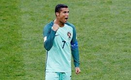 Cristiano deja la concentración de Portugal para conocer a sus mellizos