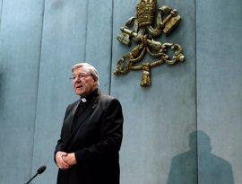 Imputan al cardenal George Pell por presuntos abusos y el Papa le concede una excedencia para ir a juicio