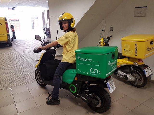 Moto eléctrica de correos