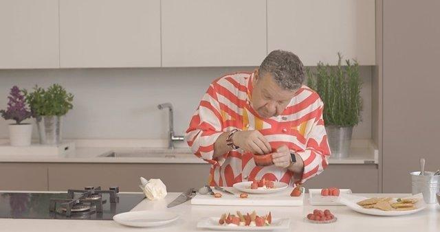 Alberto Chicote haciendo los helados cardiovasculares