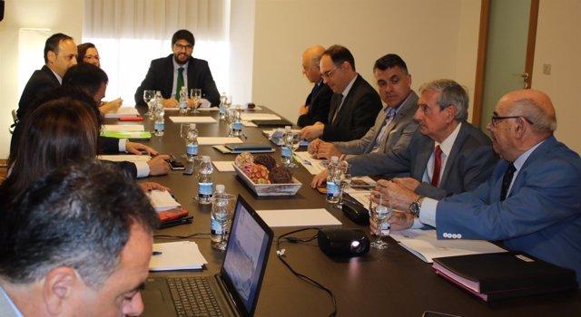 López Miras preside la reunión del Patronato de la Fundación Teatro Romano
