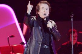 Raphael reaparece este viernes en la plaza de toros de Algeciras con la gira 'Locos por cantar'