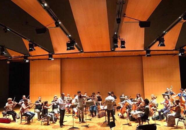 Los miembros de la Orquesta Sinfónica de la Región de Murcia con los solistas