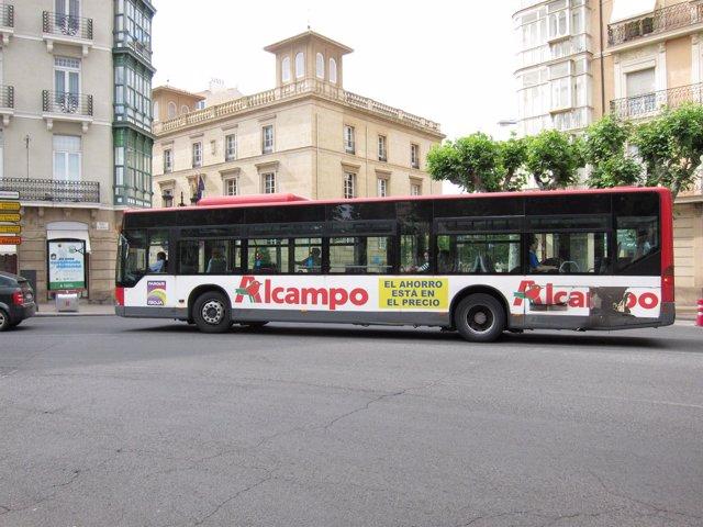 Un Autobús Urbano En Una Calle De Logroño