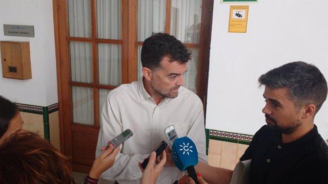 El coordinador general de IULV-CA, Antonio Maíllo, en declaraciones a los medios