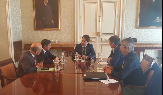 Foto/ Reunión Del Consejero De Hacienda Con El Secretario De Estado Para Las Adm