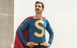 Primera 'superfoto' de Dani Rovira como Superlópez