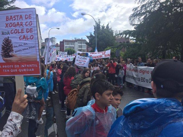 Protesta en Santiago contra el cierre de centros